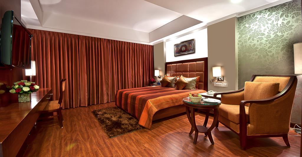 1485761756-Hotel_Golden2.jpg