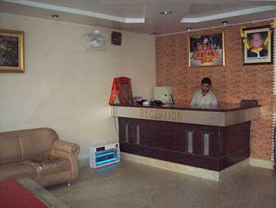 1486803993-Hotel_Prakash3.jpg