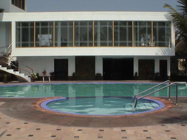 1487079427-Hotel_Holiday_Resort_4.jpg