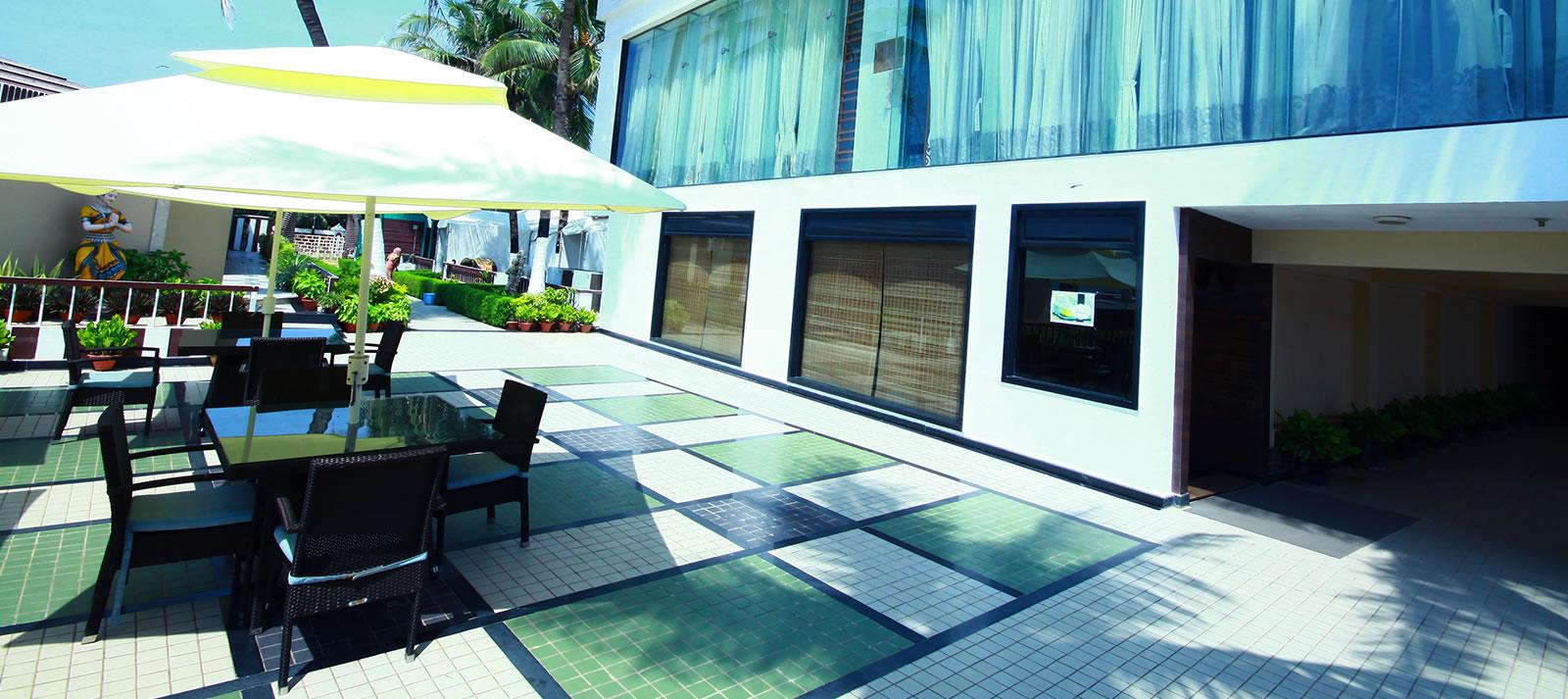1487079427-Hotel_Holiday_Resort_6.jpg