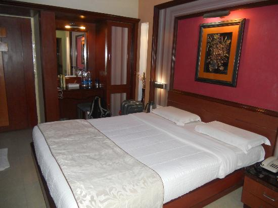 1487079427-Hotel_Holiday_Resort_8.jpg