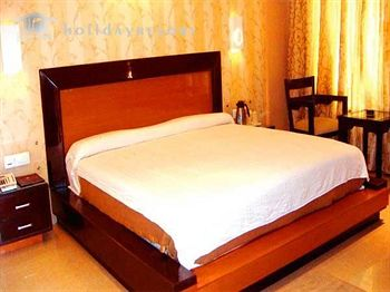 1487079427-Hotel_Holiday_Resort_9.jpg