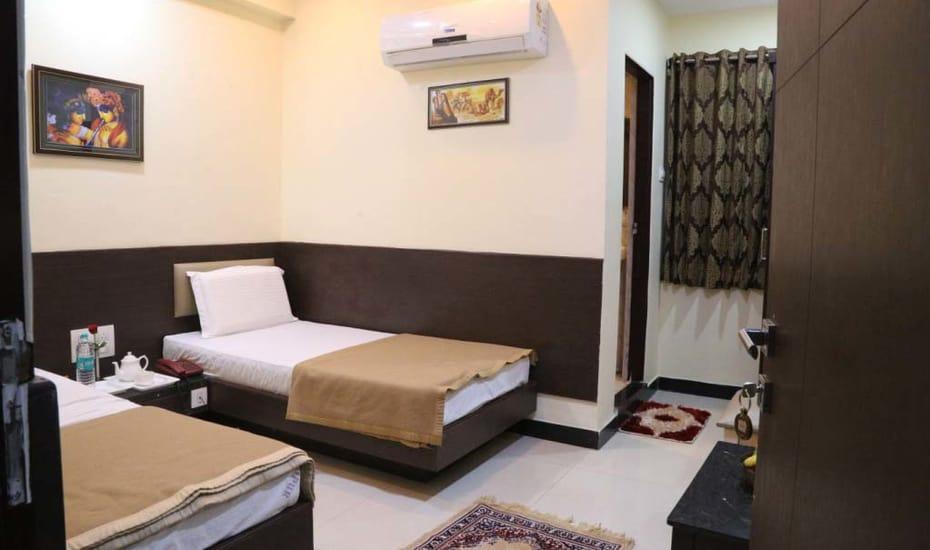 1487164542-Jaipur_palace3.jpg